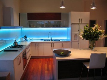 Tecnolog a y vanguardia en la iluminaci n de cocinas - Luminarias para cocina ...