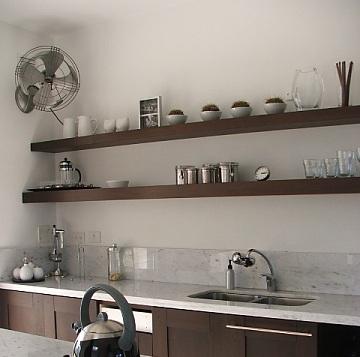 Dise os de cocinas con anaqueles y estantes - Como hacer estantes de cocina ...