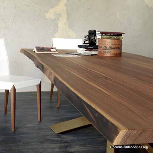 Mesa con bordes irregulares hecha de madera (1)