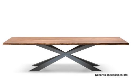 Mesa con bordes irregulares hecha de madera (10)