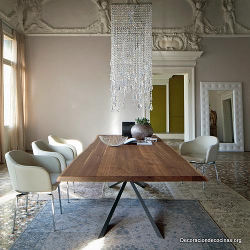 Mesa con bordes irregulares hecha de madera (2)