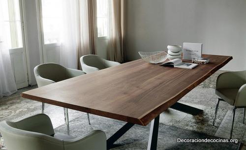 Mesa con bordes irregulares hecha de madera (6)