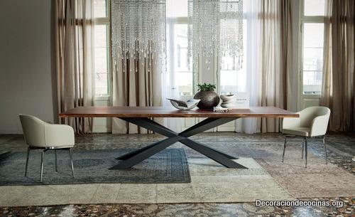 Mesa con bordes irregulares hecha de madera (7)
