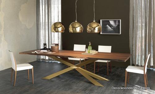 Mesa con bordes irregulares hecha de madera (9)