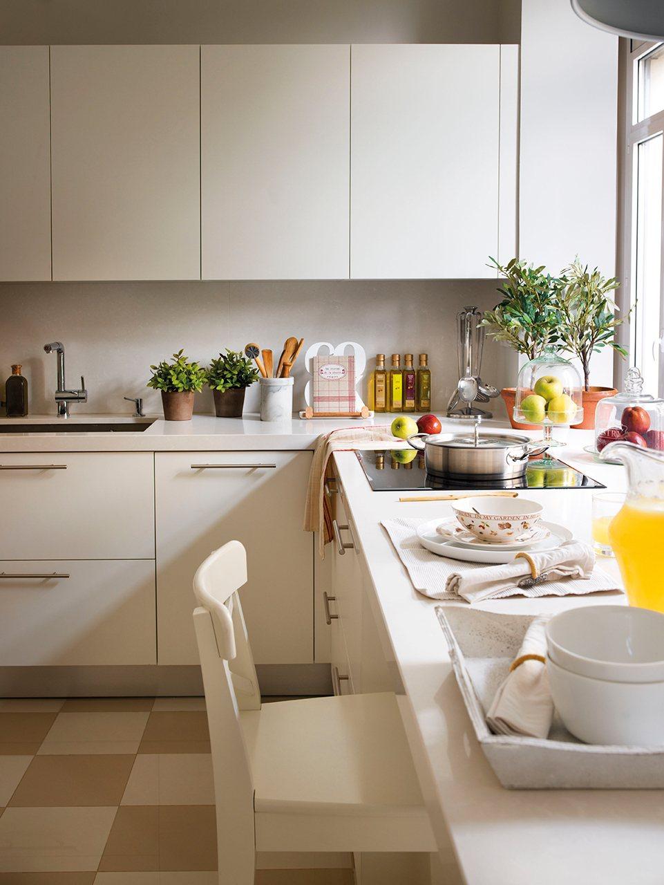 10 ideas f ciles para maximizar el espacio en la cocina for Con que limpiar los armarios de la cocina